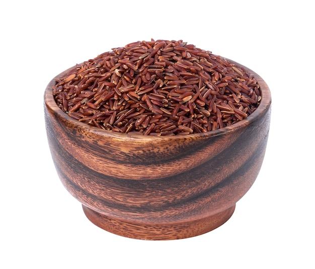 白で隔離される木製のボウルに赤米割り Premium写真