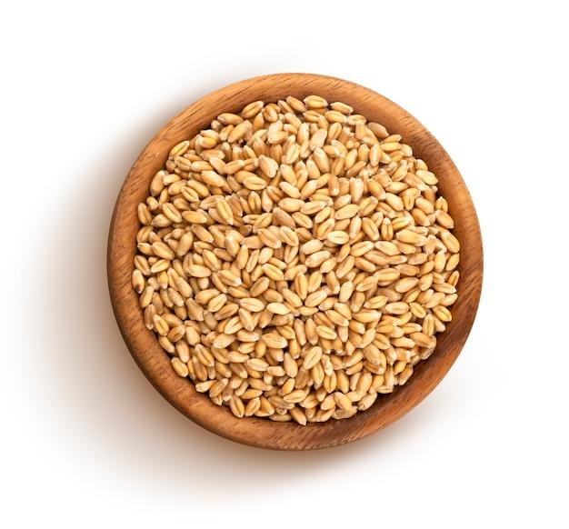 Зерна пшеницы, изолированные на белом фоне Premium Фотографии
