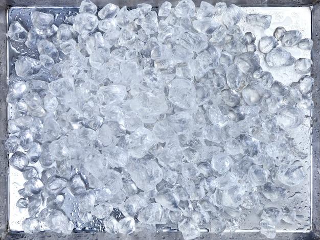 トレイに砕いた氷 Premium写真