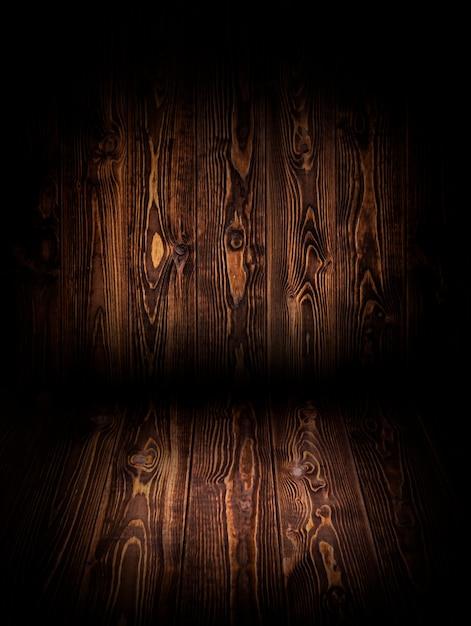 商品のモンタージュの暗い背景の木 Premium写真