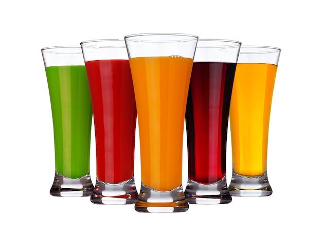 フルーツジュースのコンセプト、果物や野菜の白で隔離されるのさまざまなジュースのグラス Premium写真