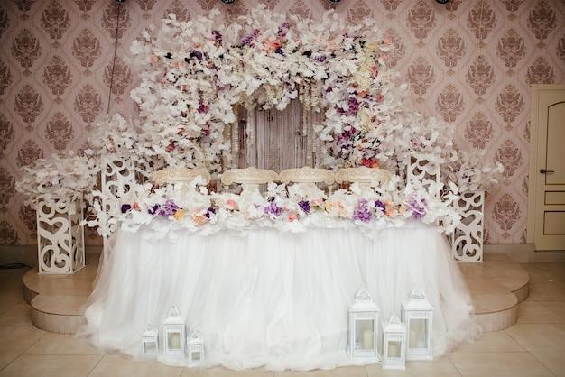 結婚式のアーチと結婚式の装飾。 Premium写真