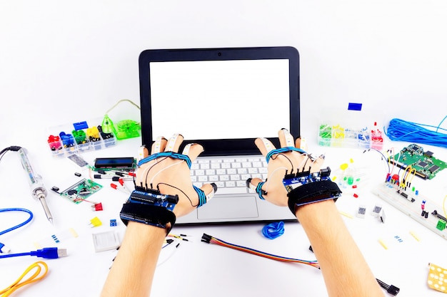 コンピュータープログラミングマイクロエレクトロニクス Premium写真