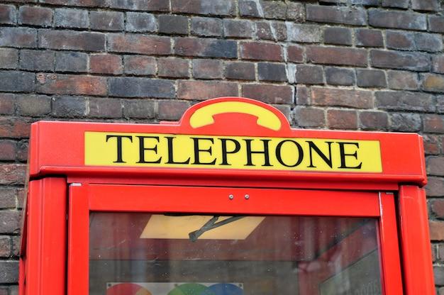 イギリスロンドンの象徴的な電話ブース Premium写真