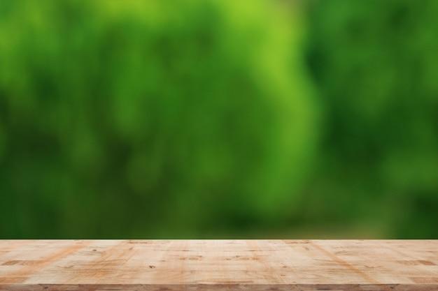木製と自然な背景をぼかし Premium写真