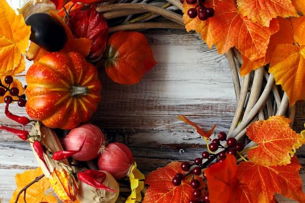 装飾的な花輪、秋をテーマにした Premium写真