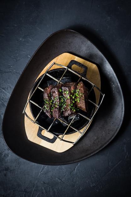 Стейк из говяжьей вырезки на гриле Premium Фотографии