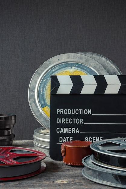 カチンコ、フィルムとレンズの箱 Premium写真