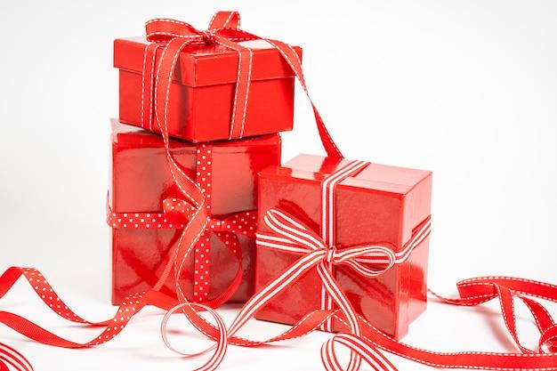 ギフトと赤い箱 Premium写真