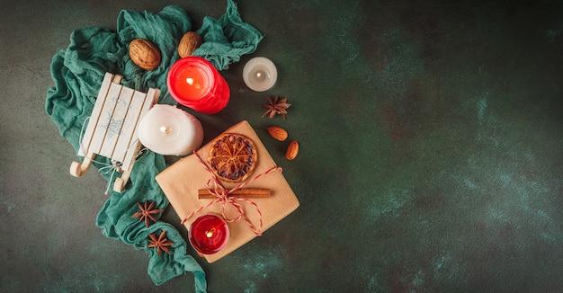 クリスマスの装飾と食べ物 Premium写真