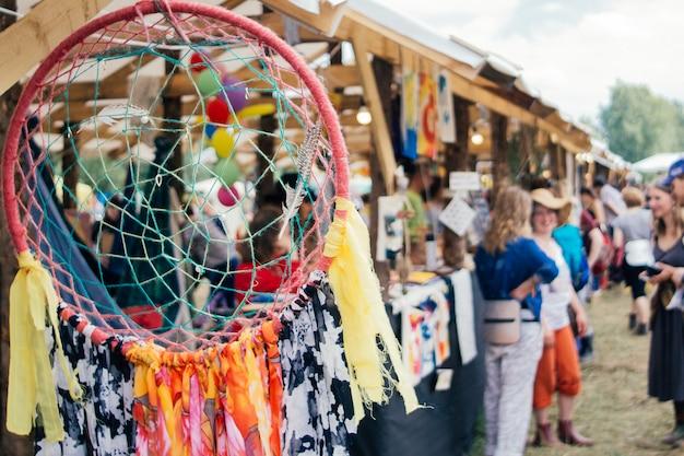 屋外の夏祭り。祭りの背景 Premium写真