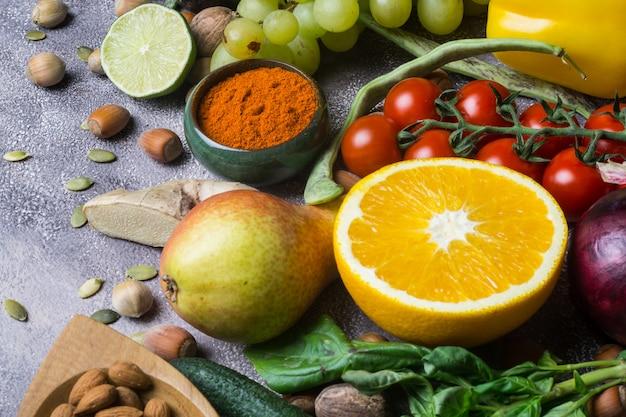 健康食品の背景、有機食品のフレーム。 Premium写真