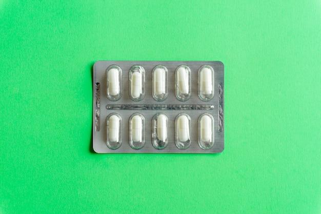 錠剤(薬)のパックのトップビュー Premium写真
