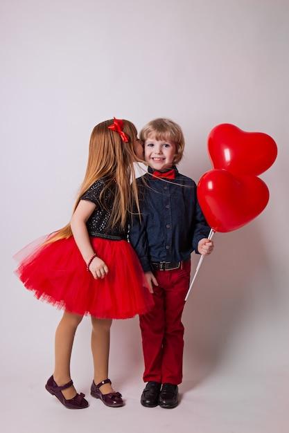 女の子キス男の子 Premium写真