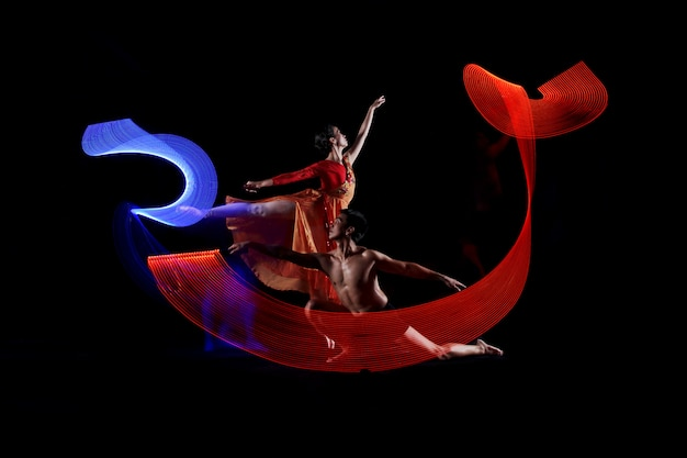 モーションライト効果とダンスカップルバレエの肖像画 Premium写真