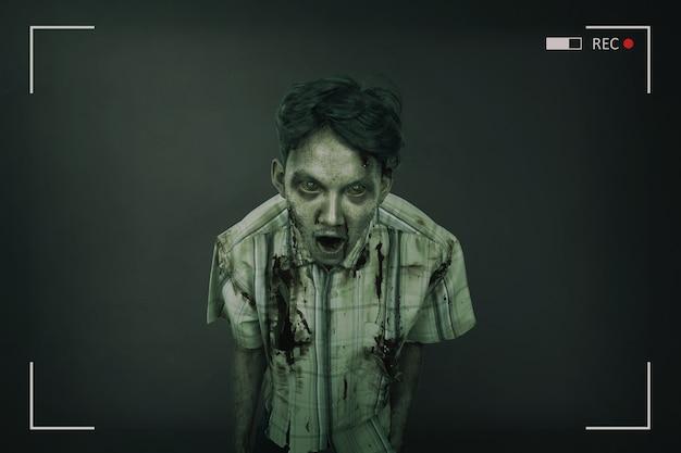 不気味で血まみれのアジアゾンビ男の肖像 Premium写真