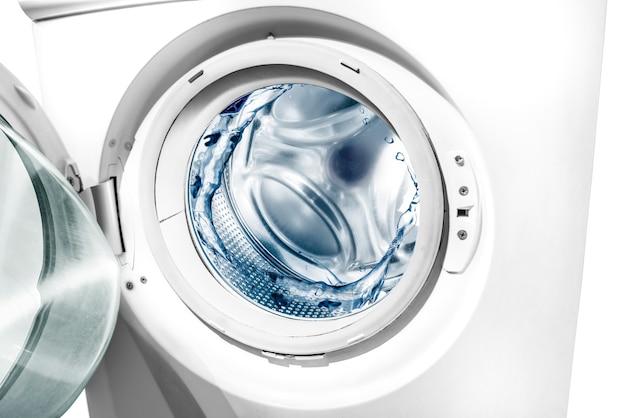 洗濯機のドラムに水がかかる Premium写真