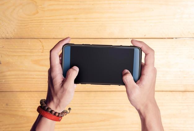 男の手持ち株携帯電話 Premium写真