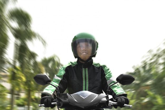Азиатские мотоциклисты так спешат Premium Фотографии