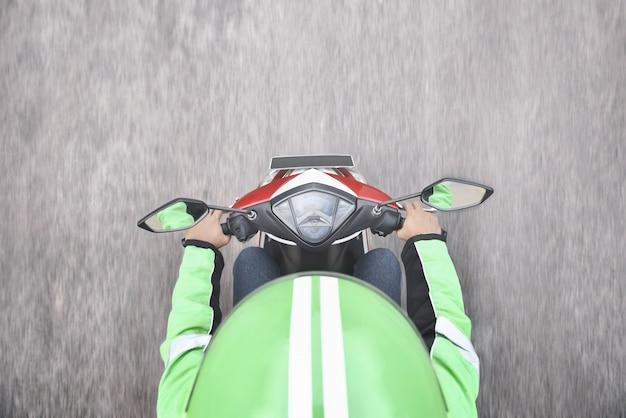 オートバイのタクシー運転手の平面図 Premium写真