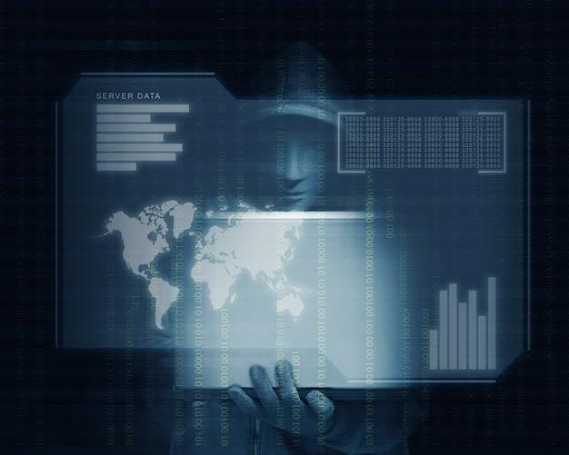 彼の手と仮想画面でノートパソコンを保持している黒のパーカーのハッカーがサーバーデータ、世界地図、チャートバーとバイナリコードを表示します。 Premium写真