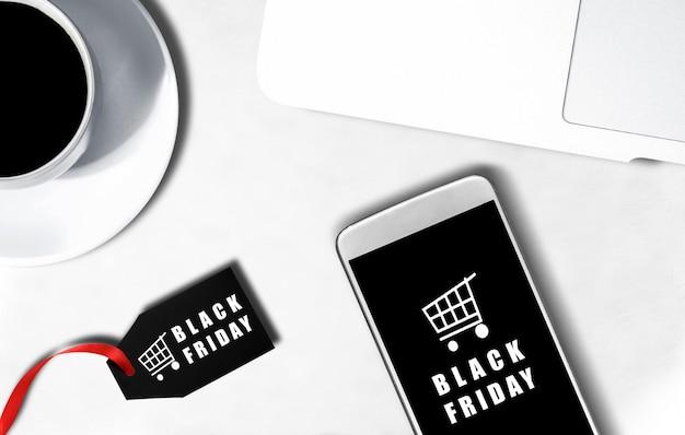 ブラックフライデーの広告とラベルの携帯電話画面 Premium写真