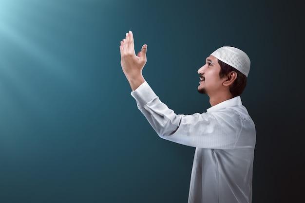 ハンサムなイスラム教徒の男性 Premium写真