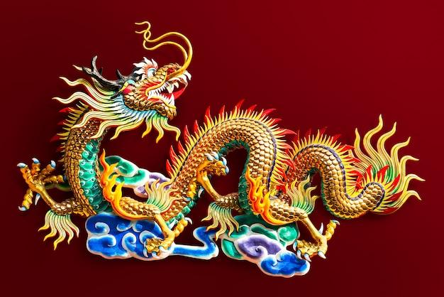 中国の黄金の龍の像 Premium写真