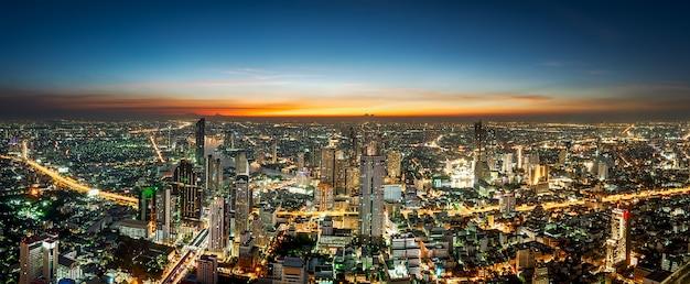 Ночная сцена городской пейзаж Premium Фотографии