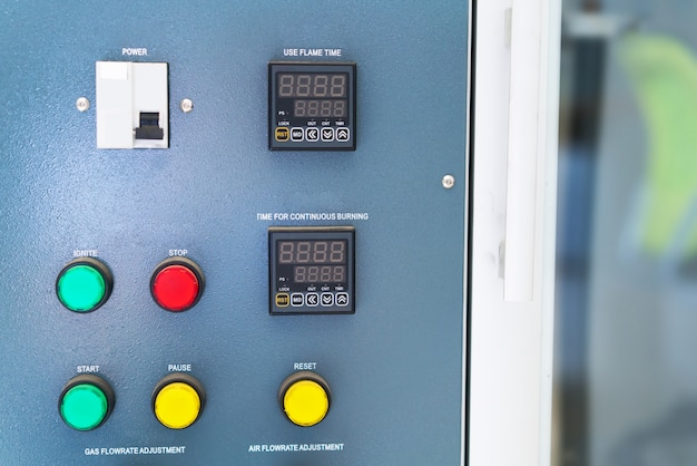 新工場の電気制御キャビネット変電所。 Premium写真