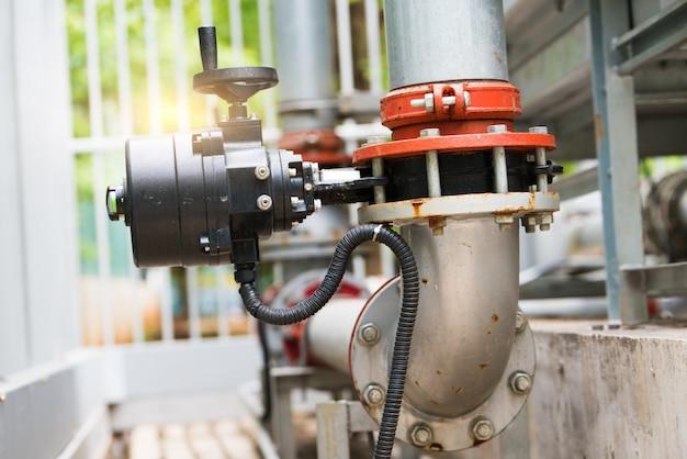 水処理プラントの水パイプライン Premium写真