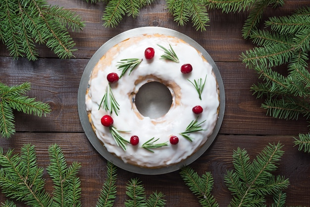 Традиционный домашний рождественский торт. вид сверху. Premium Фотографии