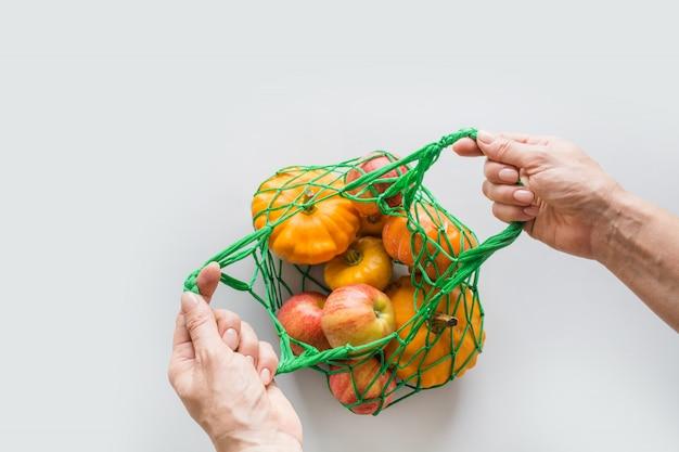 オレンジ色の廃棄物ゼロのショッピングバッグ Premium写真