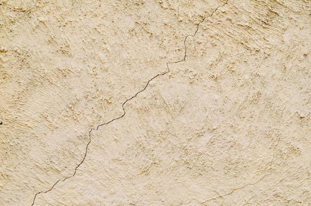 Винтажная цементная стена с трещиной Premium Фотографии