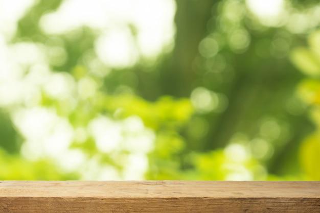 自然の背景に木のテーブル Premium写真