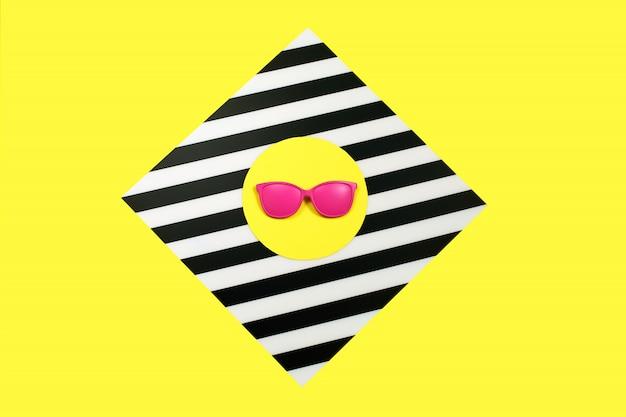 Окрашенные в розовый цвет модные солнцезащитные очки Premium Фотографии
