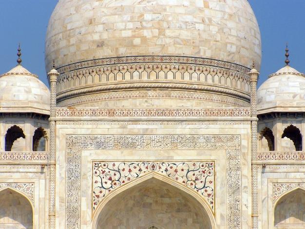 アグラ、インドのタージ・マハル霊廟のクローズアップ表示 Premium写真
