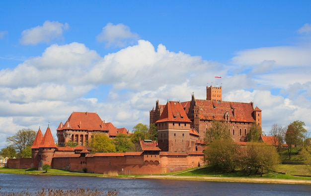ポーランドのポメラニア地方のマルボルク城。 Premium写真