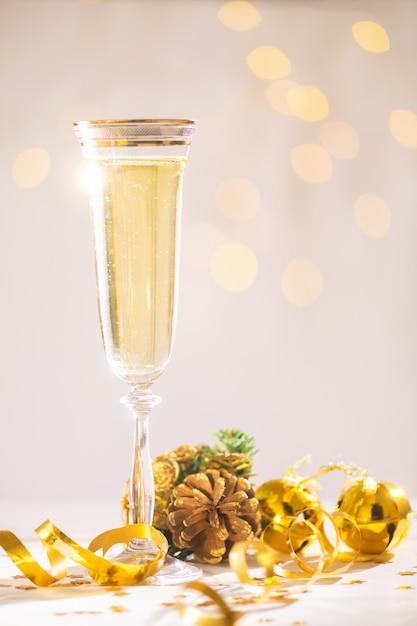 新年、クリスマスカード、クリスマスをもたらす準備ができてシャンパン Premium写真