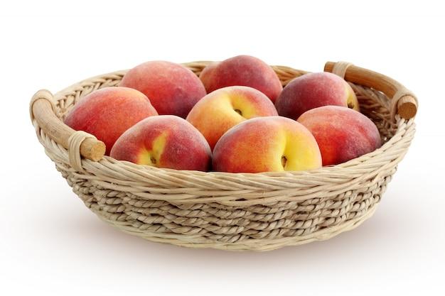 熟した桃のバスケット Premium写真