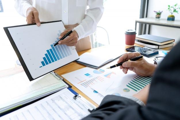 ビジネスマンコーチングオフィススタッフ Premium写真