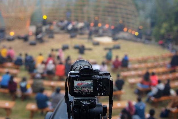 三脚付きミラーレスカメラ Premium写真