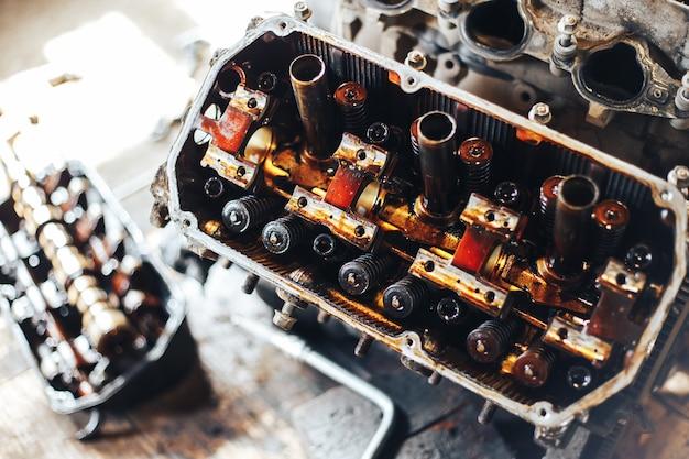 ガレージの自動エンジン Premium写真