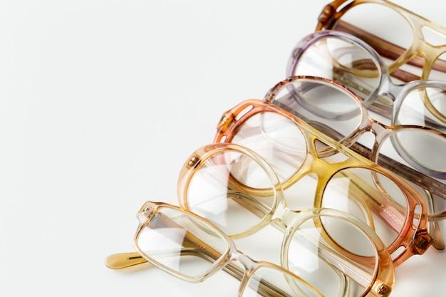 白で隔離される眼鏡 Premium写真