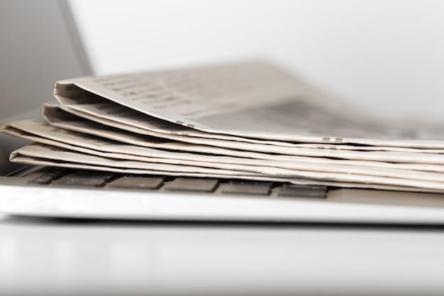 新聞をクローズアップ Premium写真