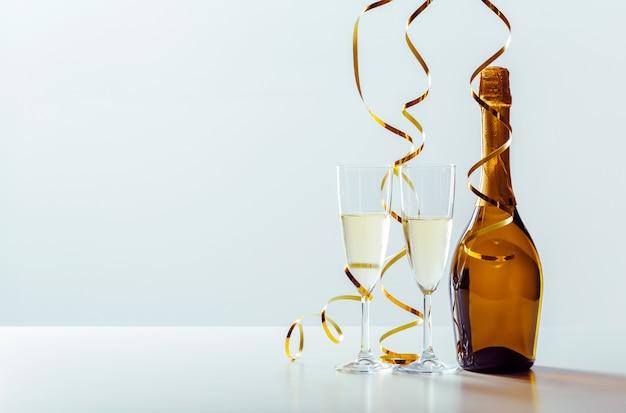 シャンパン付き大晦日のお祝い Premium写真