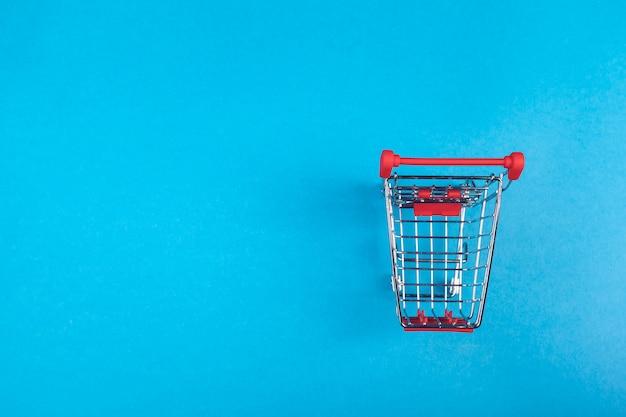 色のショッピングバスケット Premium写真