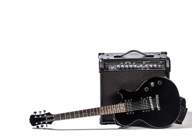 白で隔離されるエレキギター Premium写真