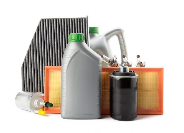 車のオイルフィルターとモーターオイル缶白で分離 Premium写真
