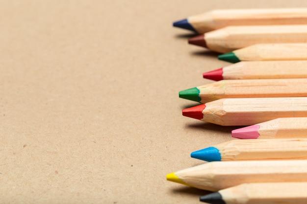 色とりどりの鉛筆 Premium写真